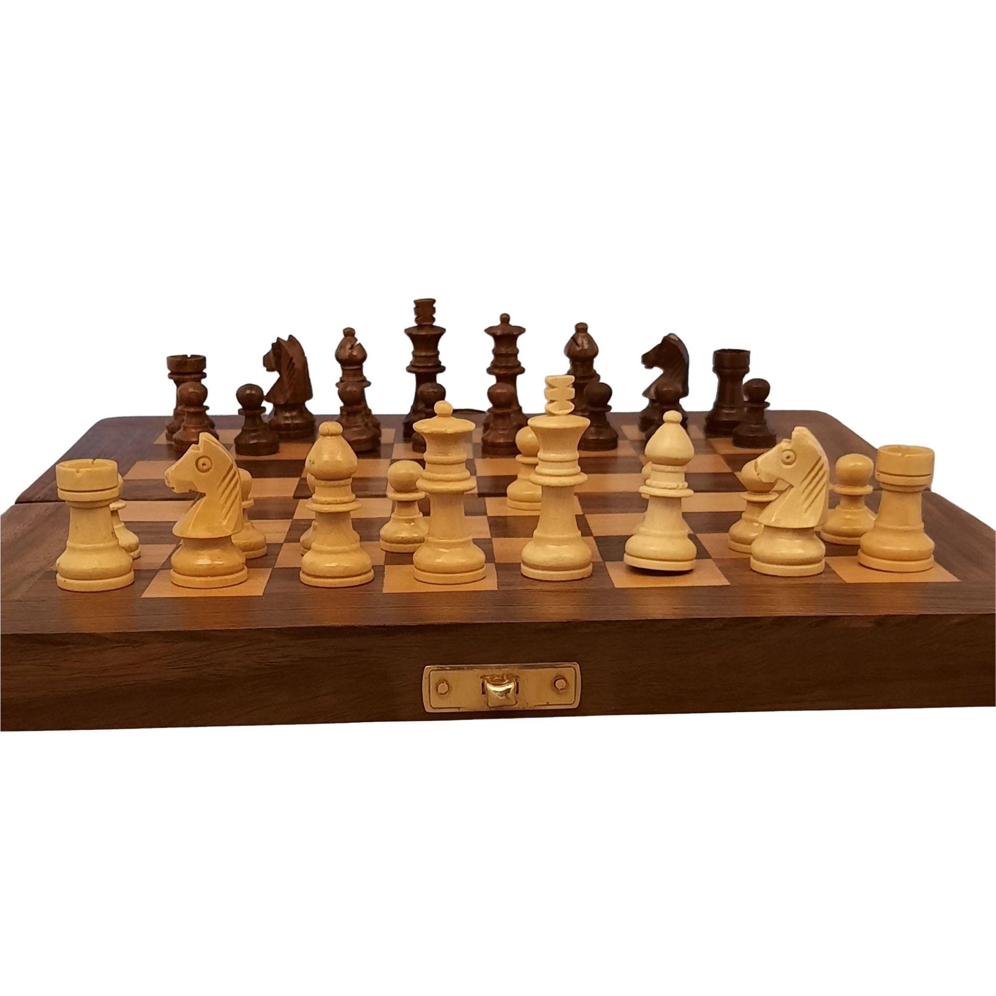 Schachspiel aus Holz mit Gravur